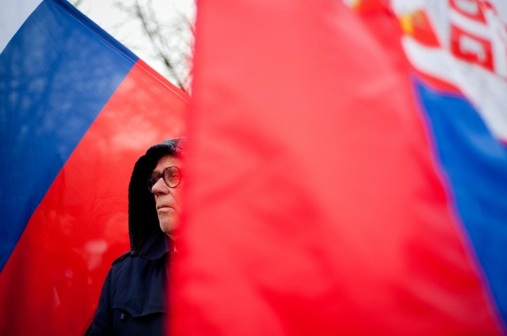Serbien als größtes Land des Balkans tut sich nach wie vor schwer, die EU-Kriterien zu erfüllen. Hier eine Demonstration gegen die Normalisierung der Beziehung  zum Kosovo. / Foto: Marko Risovic, n-ost