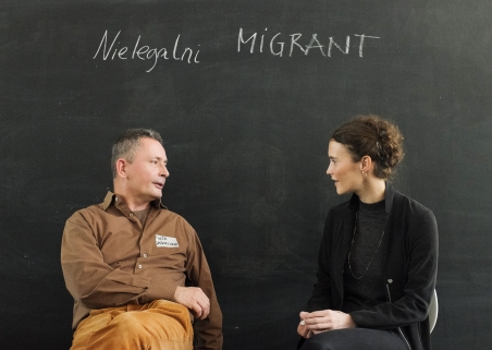 """Nielegalni"" is Polish and means ""illegal"". How difficult it is to come to a common understanding of the term ""illegal immigrants"" is reflected by the conversation between our two protagonists, Caterina Lobenstein and Piotr Skwiecinski. / Foto: Ekaterina Anokhina, n-ost"